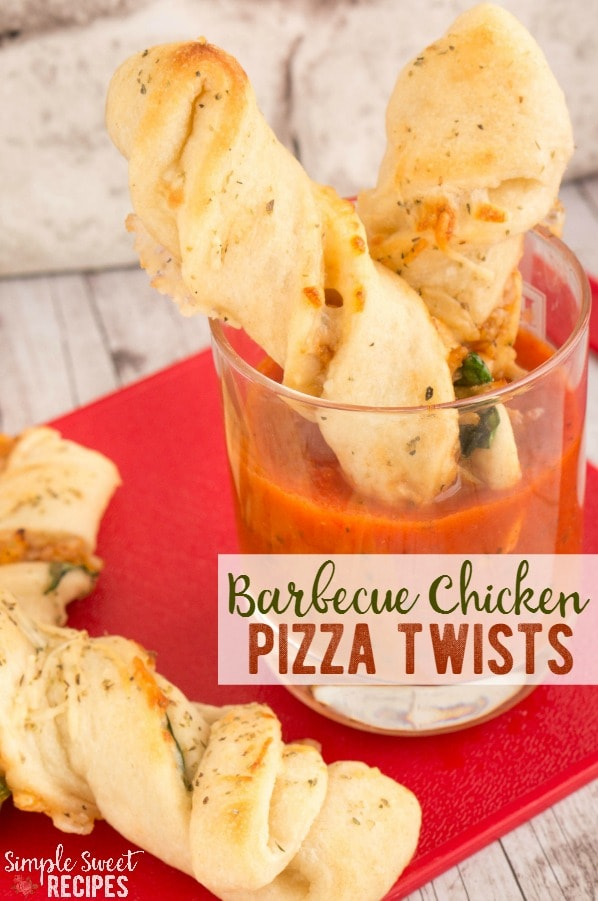 This Barbecue Chicken Pizza Twists recipe is easy to make from home and tastes great, too! It brings a fun twist to the dinner routine. These pizza bites are perfect as an appetizer, too.