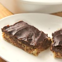Easy No-Bake Chocolate Oatmeal Bars