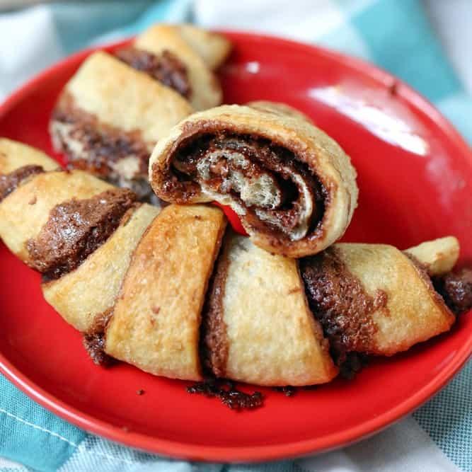 Easy 4-Ingredient Nutella Rolls